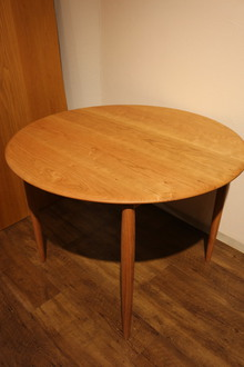 Universe dining table